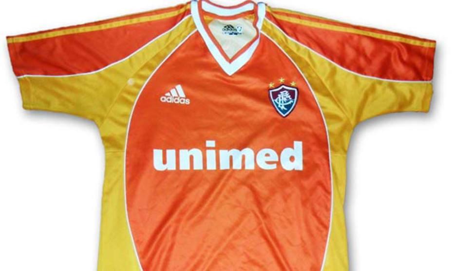 0f0ce8226a Essa de 2001 também não tinha como ficar de fora da lista. Imagine a  tristeza de quem comprou essa camisa na época.